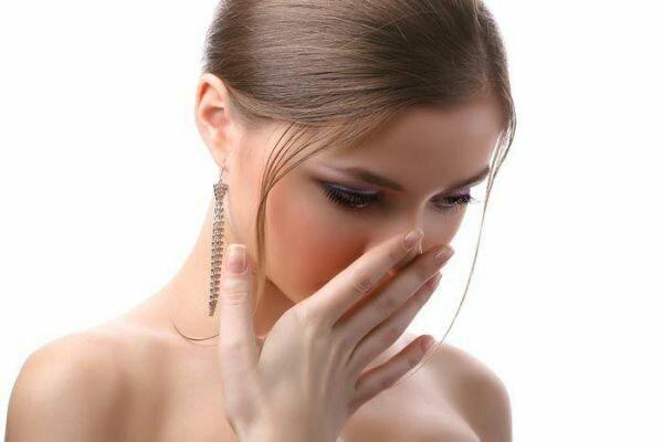 Врачи рассказали, о каких болезнях может говорить запах изо рта