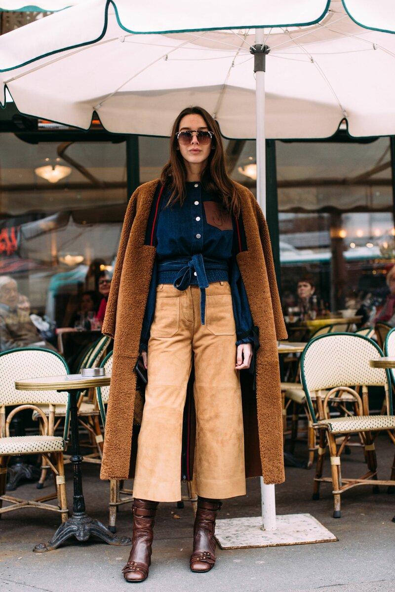 Коричневая обувь гармонично сочетается с похожими оттенками. /Фото: i.pinimg.com