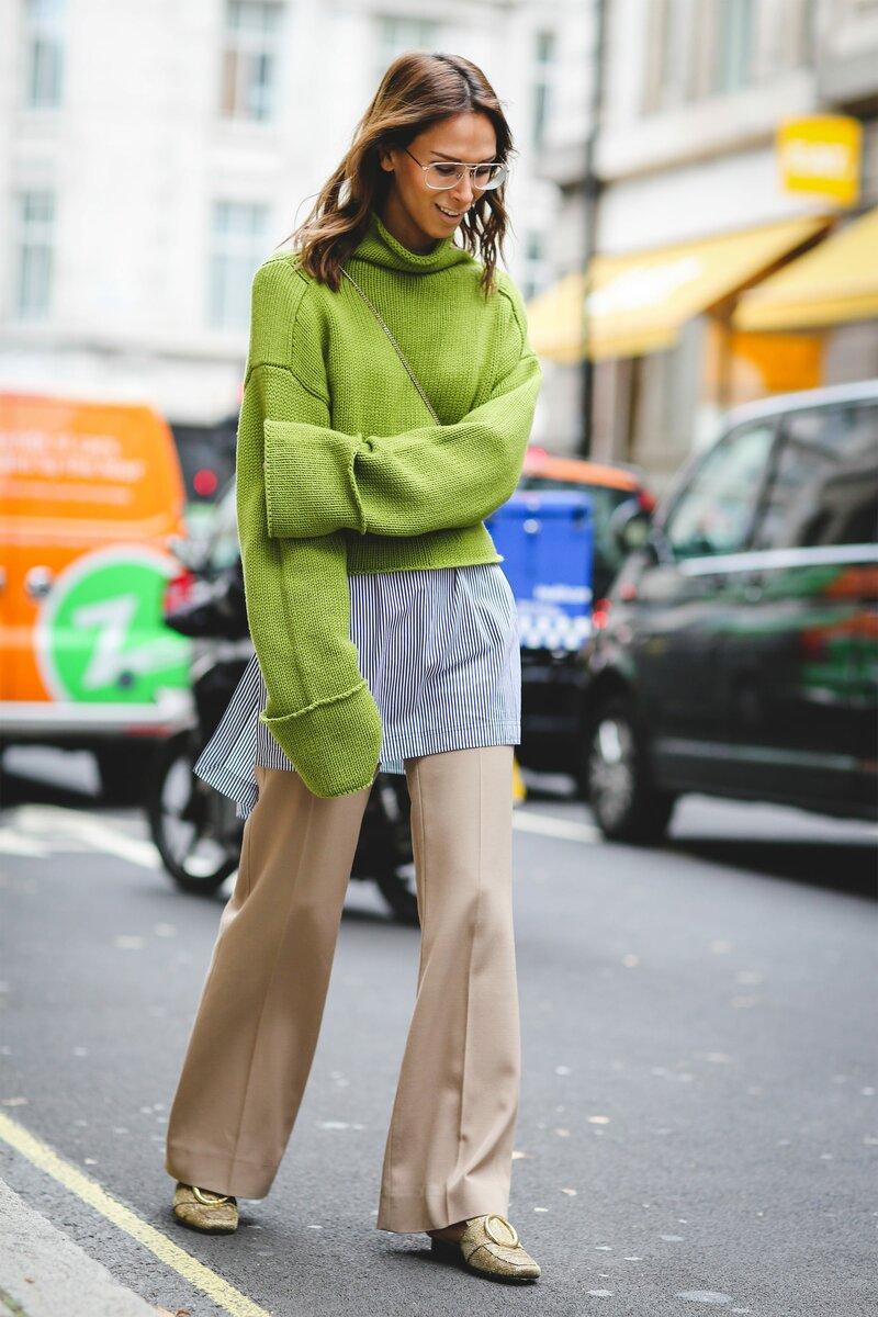 Кроп-свитер – повод составить невероятно актуальное сочетание. /Фото: s1.r29static.com