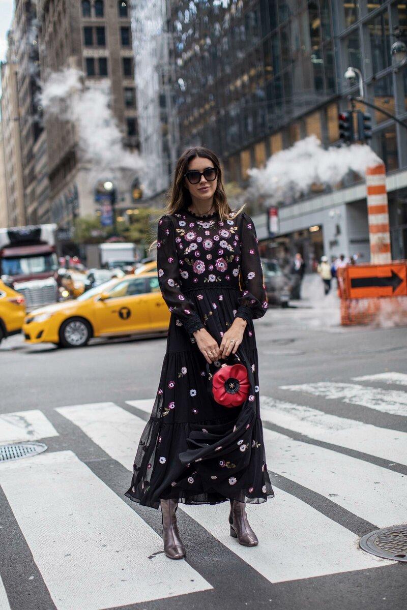 Платье с цветами может выглядеть стильно и современно. /Фото: brittanyxavier.com