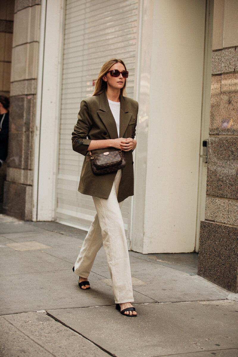 Молочные джинсы – это новая классика. /Фото: wr3mii5n.rocketcdn.com