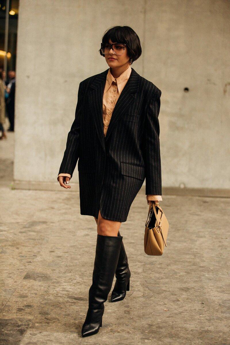 Объемный пиджак можно носить с брюками и юбками или использовать в качестве платья. /Фото: voguehk.com