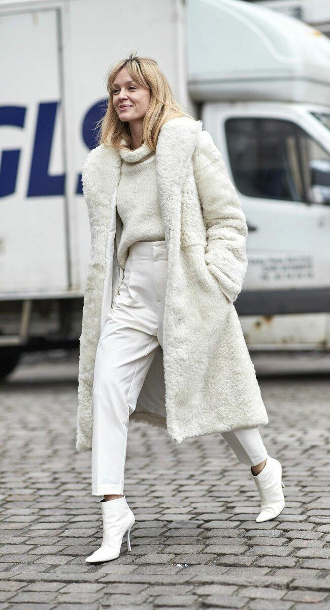 Белый цвет освежает и визуально омолаживает. /Фото: i.pinimg.com