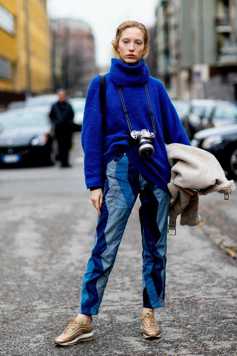 Комбинация свитера и джинсов может выглядеть круто и необычно. /Фото: i.pinimg.com