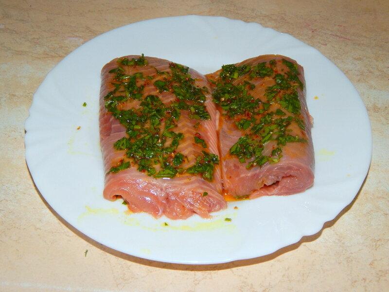 Рыба на овощах, запеченная в фольге. Несложно, эффектно, вкусно.