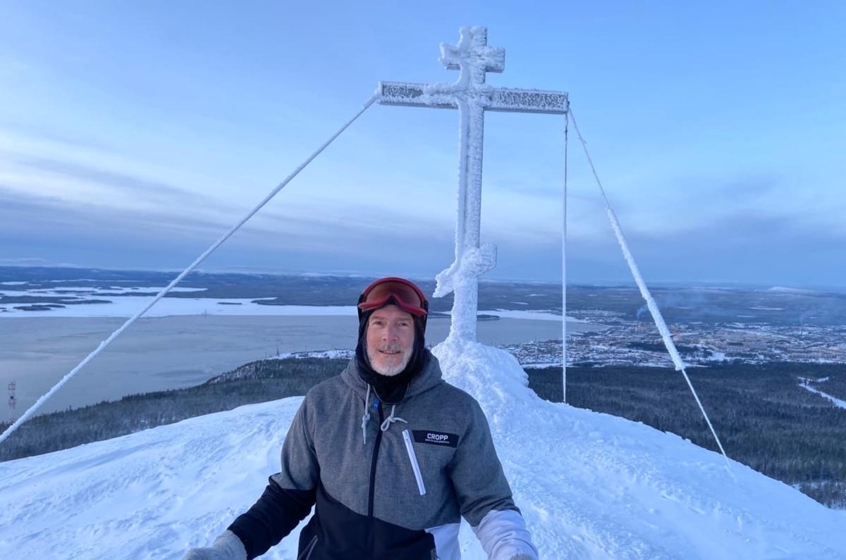 Поднялся в крестовую гору. Это я на самом верху)