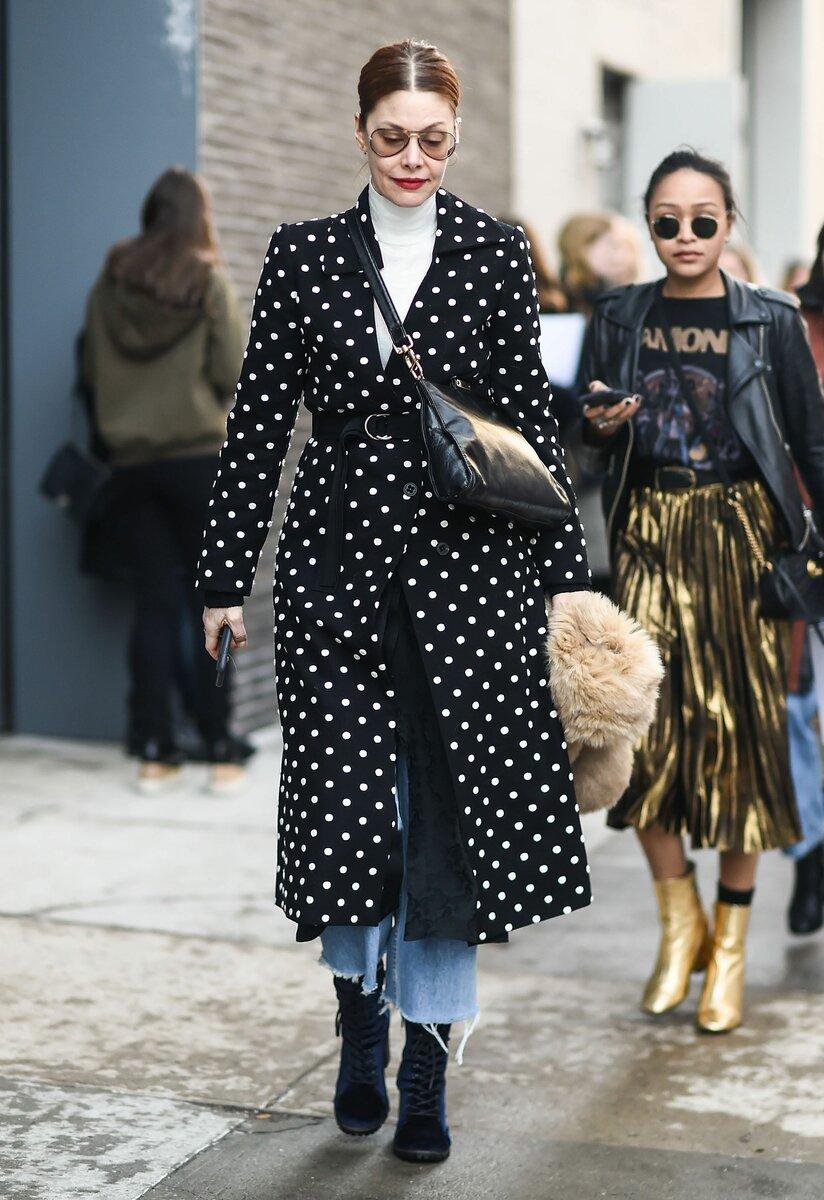 Высоким и стройным дамам можно выбирать одежду с горошком различных размеров. /Фото: i.pinimg.com