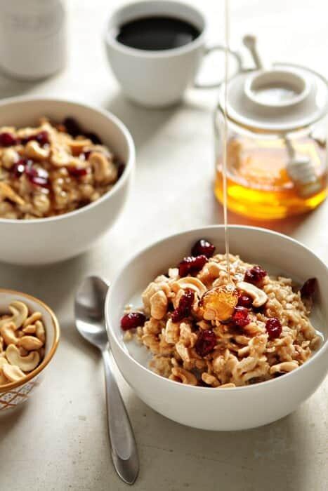 Овсянка с медом и кешью на завтрак