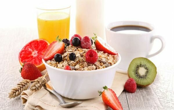 Диетологи назвали 3 популярных завтрака, которые нельзя есть утром