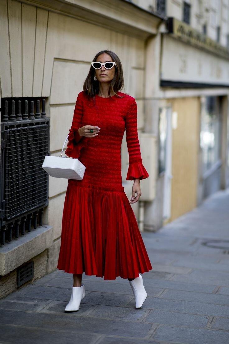 В моде красные платья и варианты оттенка фуксии. /Фото: i.pinimg.com