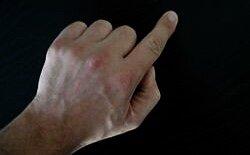 Зачем нужно каждый день тянуть себя за указательный палец