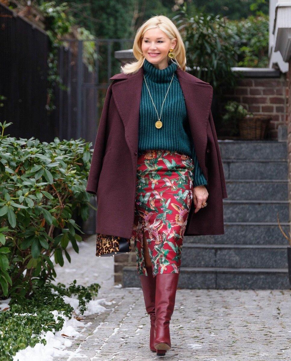 Дамам элегантного возраста лучше выбирать модели юбок средней длины. /Фото: i.pinimg.com