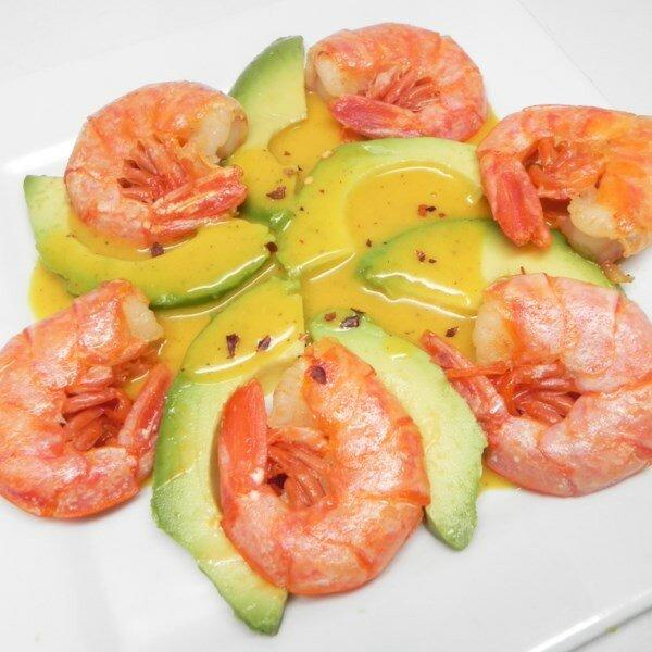 Закуска из креветок и авокадо с горчичным соусом