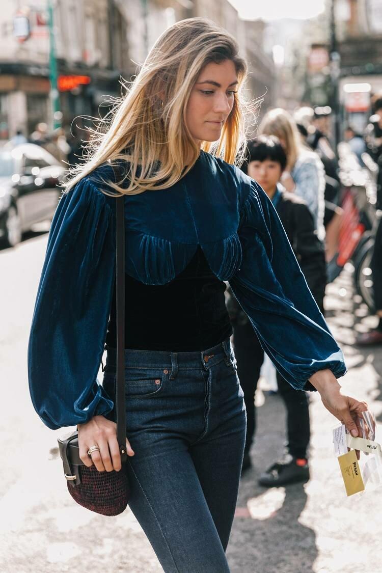 Не хотите носить блузу с объемными рукавами? Присмотритесь к платью или джемперу. /Фото: foochia.com