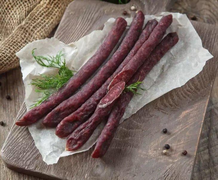 Попробуйте настоящую фермерскую колбасу из деревни