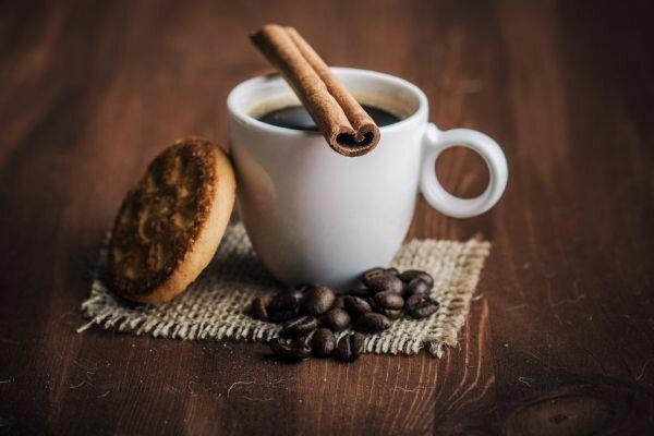 Диетологи советуют пить кофе с корицей