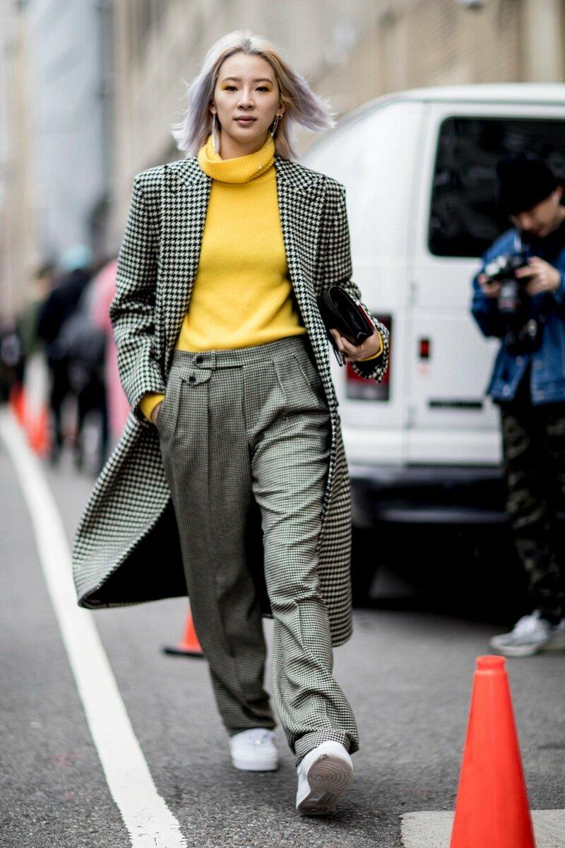 В стиле а-ля гарсон используйте прямое пальто с минимальной отделкой. /Фото: i2.wp.com