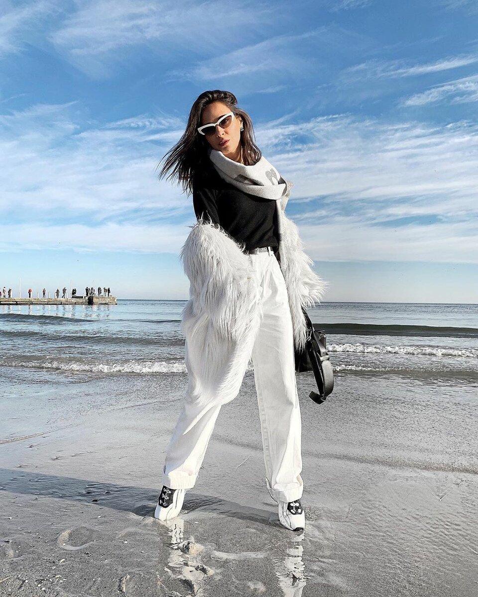 @ellena_galant_girl / Стилист не боится носить шубу из искусственного меха ламы, потому что может ее грамотно обыграть. /Фото: instagram.com