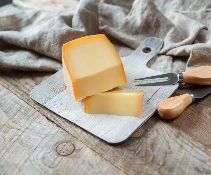 """Попробуйте сыр """"Винный"""" от Олега Сироты, который занял первое место на сырном чемпинате во Франции"""