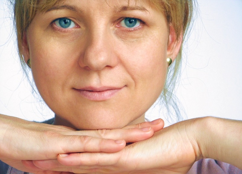 Йога для красоты лица: фиксируем губы, глубоко дышим, а морщины тем временем уходят навсегда! Каждой даме необходимо выполнять.