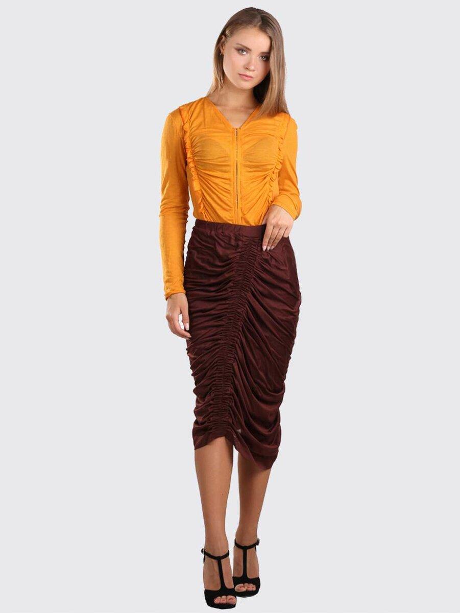 Бордовая юбка с многочисленными драпировками. /Фото: baga.com.ua