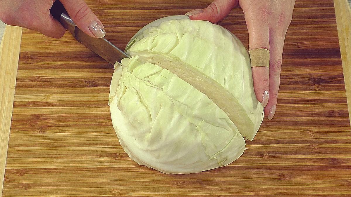 Салат из капусты на все времена: вкусно, как в столовой (гости будут довольны)