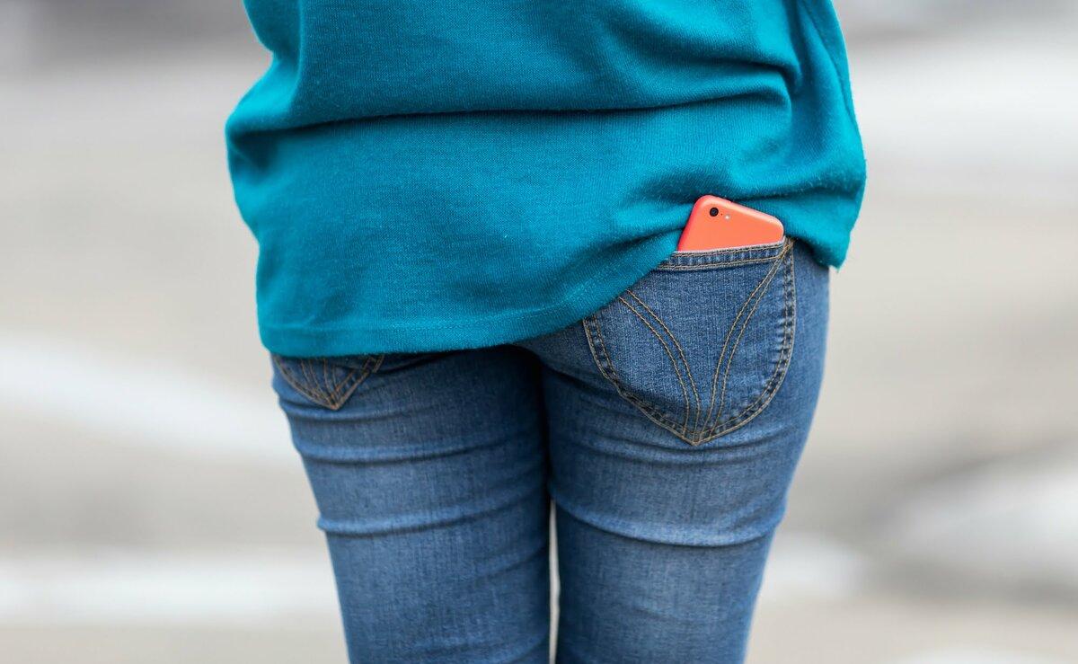 Женщина носит телефон в кармане. /Фото: kenh14cdn.com