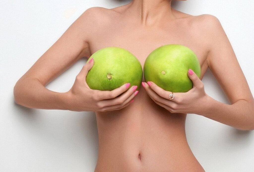 Как выглядит идеальная женская грудь?
