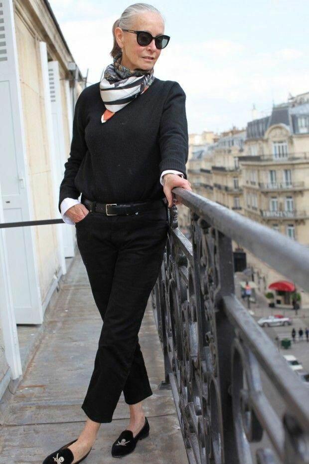 Возрастная дама в черном джемпере. /Фото: i.pinimg.com