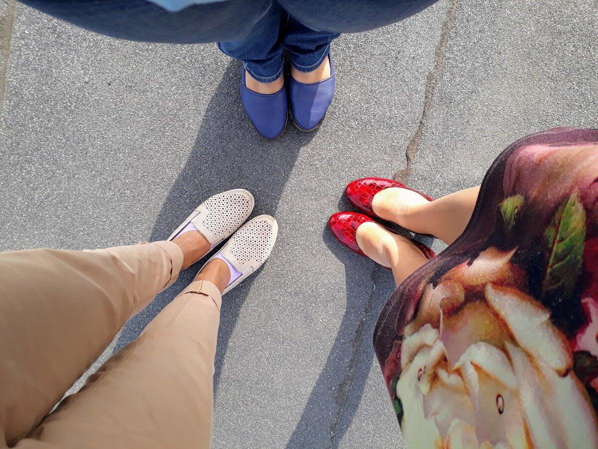 Ноги мои и коллег. Просто фото с работы, с крыши здания.