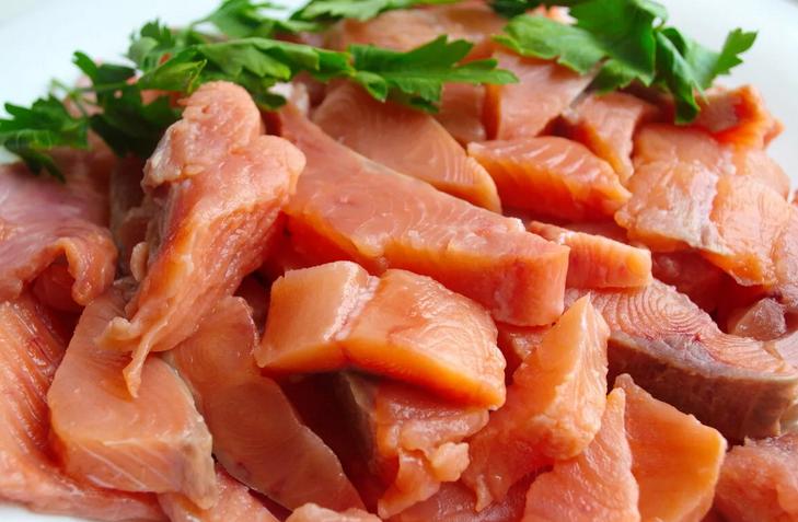 Сочнейшее филе горбуши с ночинкой из баклажана с чесночком и морковки. С таким и на юбилее лицом в грязь не ударишь