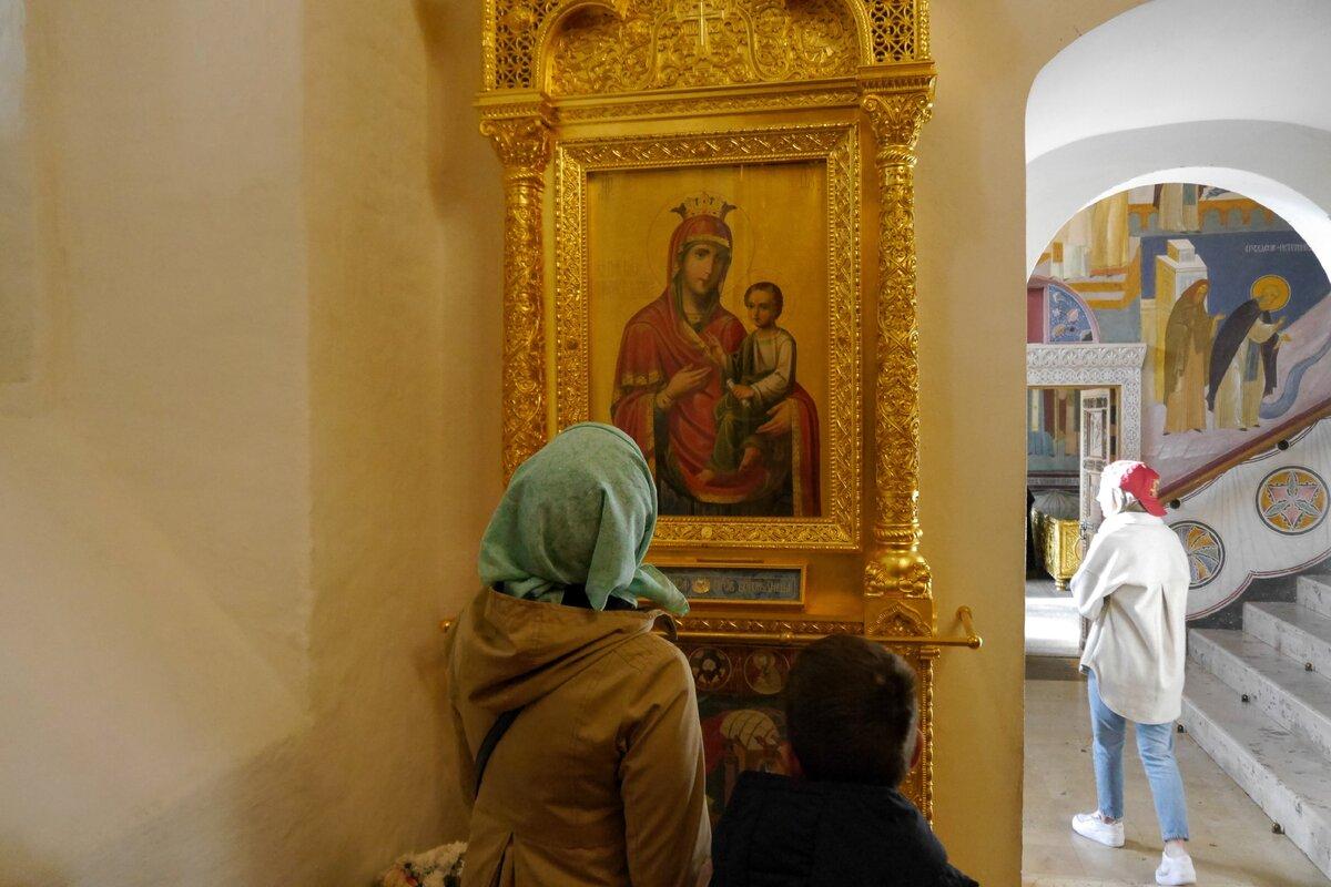 В одном из храмов Троице-Сергиевой Лавры. Фото автора.