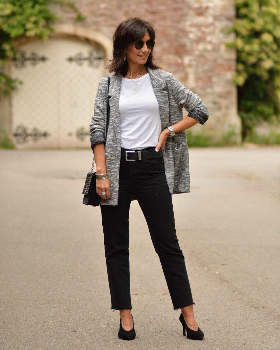 Взрослая женщина в черных джинсах. /Фото: ladyline.me
