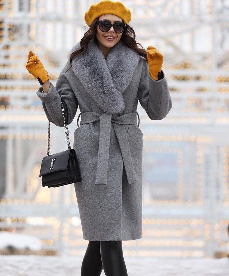 Женщина в сером пальто с меховой отделкой. /Фото: irenastyle.ru