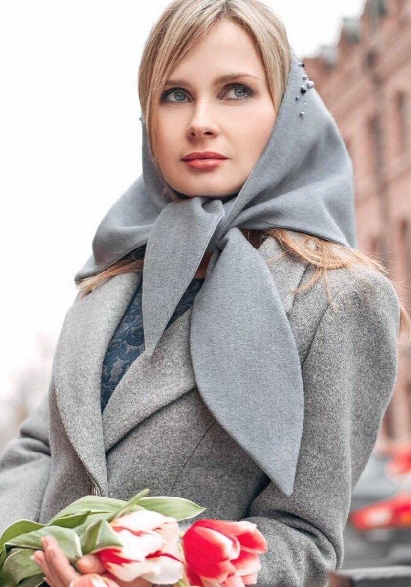 Женщина в платке-косынке. /Фото: i.pinimg.com