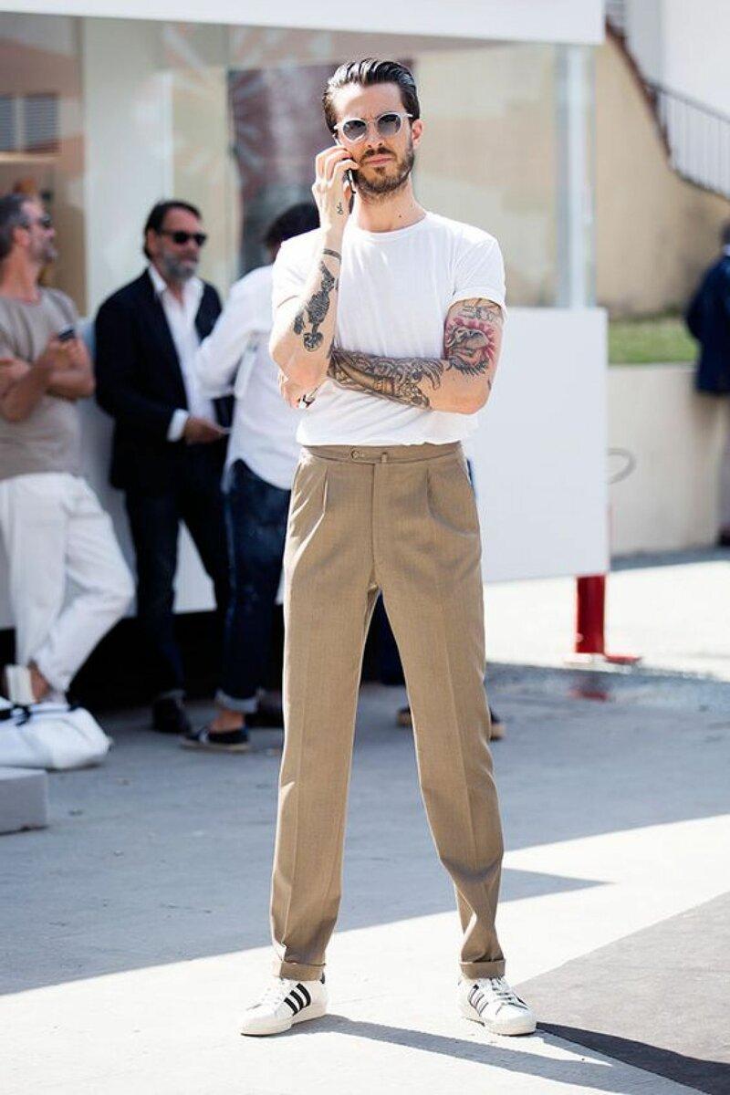 Мужчина в базовой футболке. /Фото: lofficiel.vn
