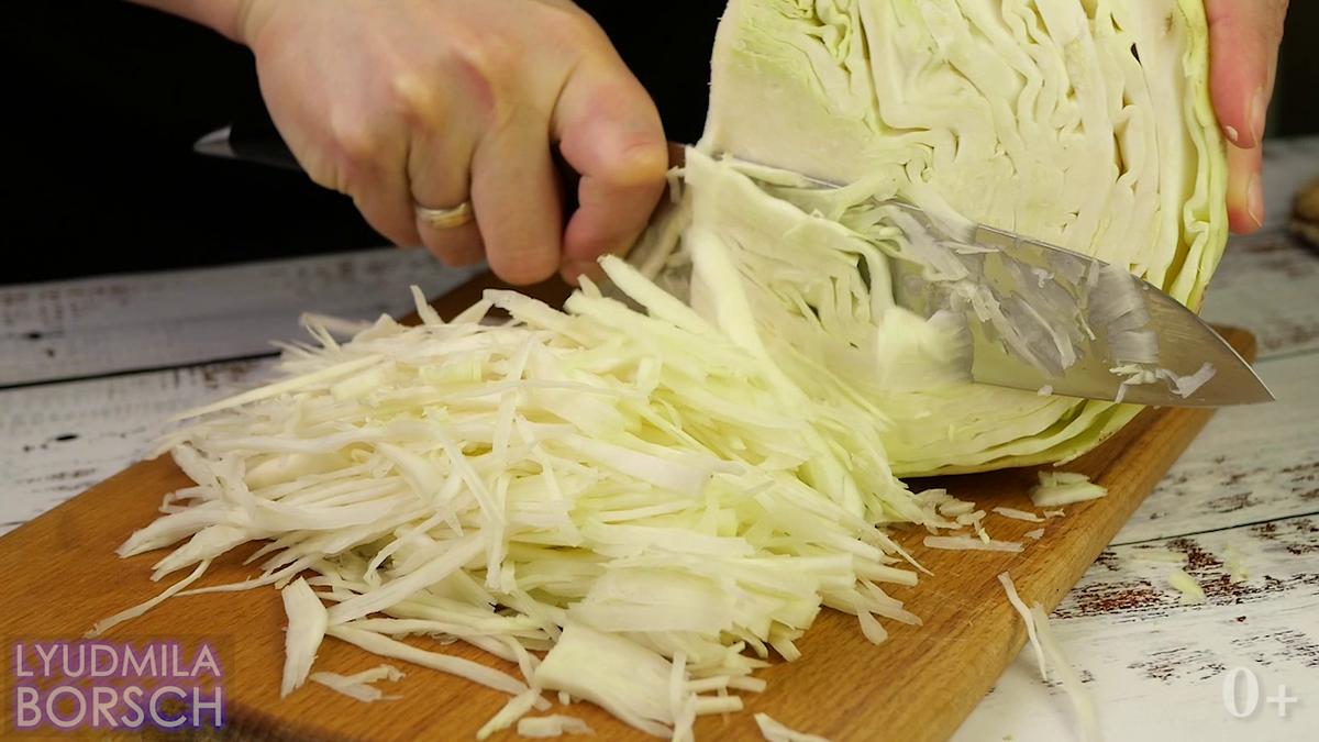 Новый, бюджетный салат из капусты. Готовьте побольше,вам понравится.