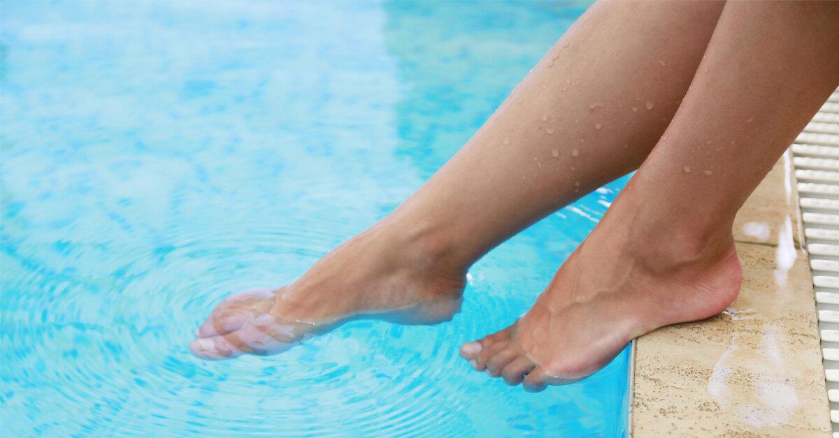 Чужие ноги в бассейне:)) Источник фото - Яндекс.Картинки