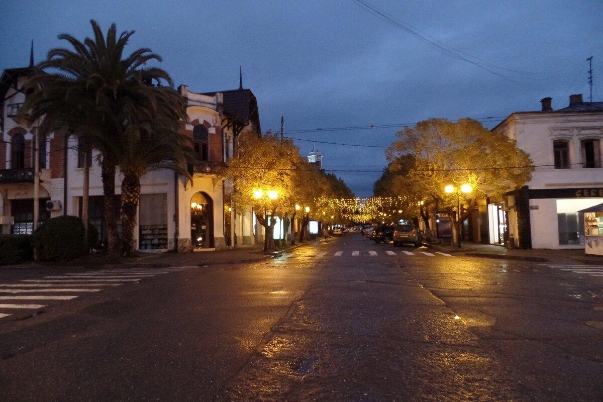 Вечерняя Абхазия - олицетворение спокойствия.