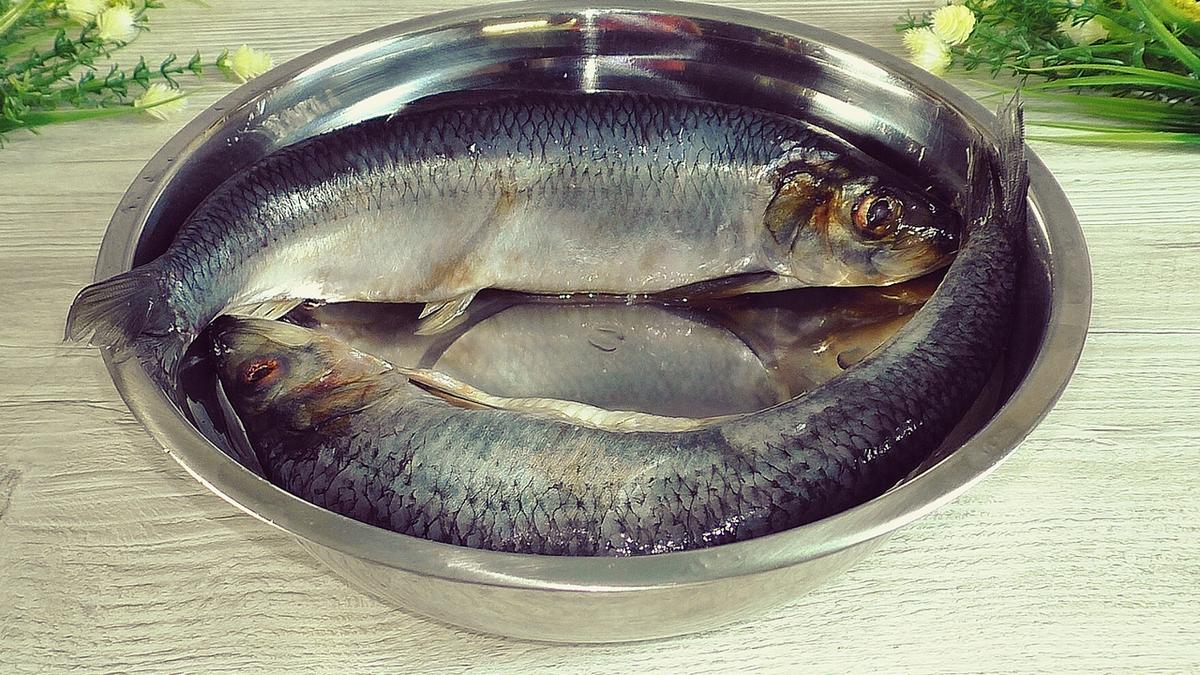 Самый любимый и простой рецепт маринованой селёдки который я знаю. Рыба получается очень вкусная, делюсь