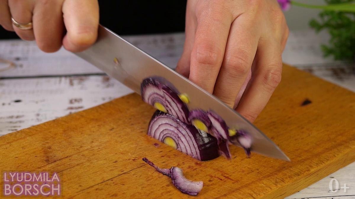 Салат из 4 ингредиентов. Ещё никогда не было так просто взять салат с собой.